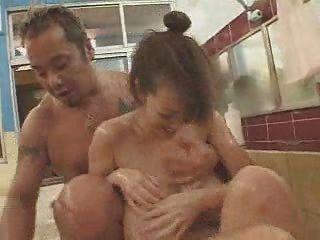 Busty जापानी लड़कियां Groped और उँगलियों हो जाता है
