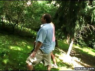 पुराने गोज़ पार्क में गोरा किशोर Fucks