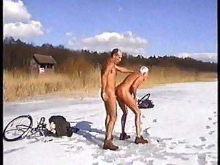 बर्फ नृत्य