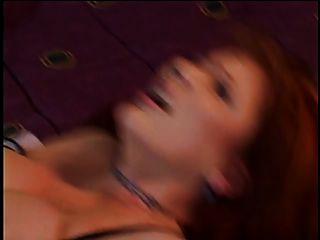 सींग का Redheaded सौंदर्य उसे तंग बिल्ली बढ़ा, उसके चेहरे पर एक गर्म लोड हो जाता है