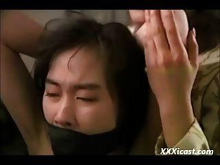 कठिन समलैंगिक एशियाई बंधन
