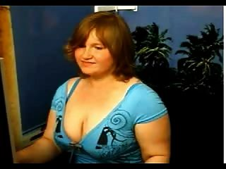 एक तंग नीली पोशाक में Phat लड़की आरबी द्वारा बंद स्ट्रिप्स