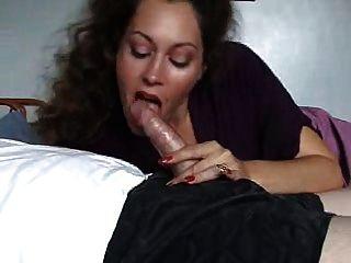 सेक्सी Milf Blowjob देता है
