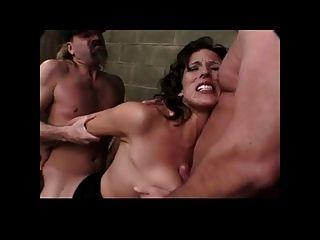 Busty Milf की जरूरत है दो लंड बीवीआर