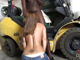 परिपक्व माँ शहद सफेद Fucked और काले लड़के द्वारा Facialized