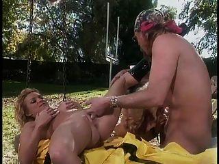 जेनिफर स्टील और ब्रिटनी स्काई