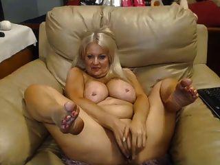 गोरा परिपक्व छेदा स्तन गीला बिल्ली Toying
