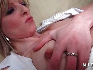 Sextape फ्रेंच सफेद लड़की एक काले डिक द्वारा Fucked गधा हो जाता है