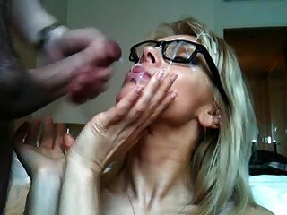 बड़ा सुंदर चश्मा Cumshot