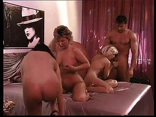 एक समूह सेक्स के लिए निमंत्रण