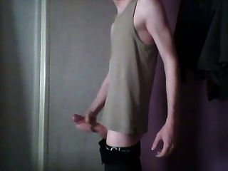 सेक्स खिलौना के साथ पतली Twink Masterbates