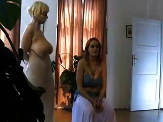 मशहूर मुस्लिम सगी स्तन का नृत्य
