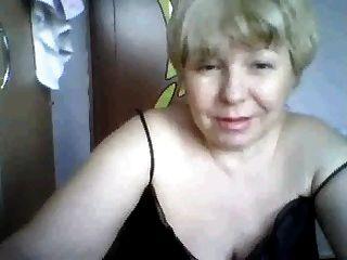 रूसी भाग में भारी स्तन के साथ परिपक्व रूसी