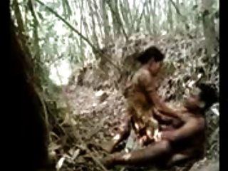 22 पहली बार गांव प्रेमियों जंगल में गर्म सेक्स