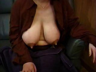 माँ के बड़े स्तनपान कराने वाली स्तनों को राहत 7 की ज़रूरत है
