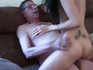 बूढ़ा आदमी और युवा लड़की 2
