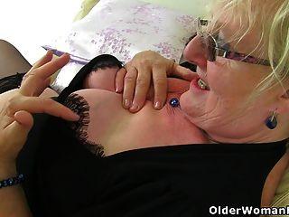 अंग्रेजी दादी क्लेयर नाइट की जरूरत है कि भरवां भावना