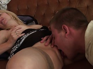 गर्म गर्म महिला और उसके छोटे प्रेमी 470