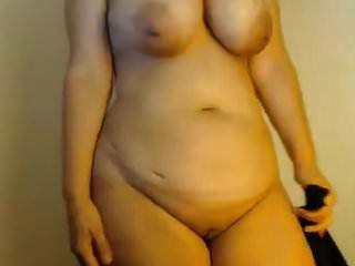 सुडौल शरीर वाली खूबसूरत महिला