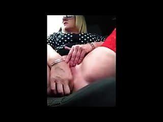 कार में माँ की उंगलियाँ
