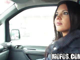 Mofos फंसे किशोर अपोलोनिया प्यारा लैटिना सवारी डिक