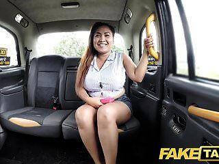 नकली टैक्सी थाई मालिश करनेवाली बड़े स्तन उसके जादू काम करता है