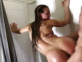 माँ और बेटा बाथरूम में एक महान बकवास है