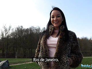 सार्वजनिक एजेंट ब्राजील के श्यामला मुर्गा पर सवारी