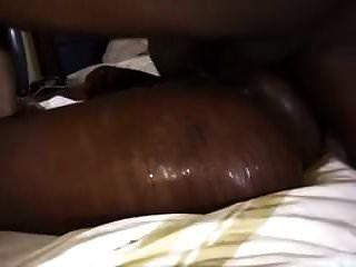 काली लड़की ने तब तक कड़ी मेहनत की जब तक कि वह स्क्वर न कर ले और अपना भार उठा ले