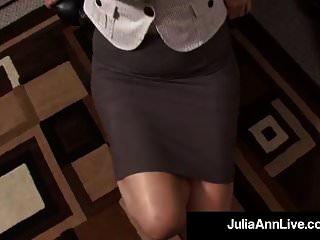 पुरस्कार जीतने Milf जूलिया ऐन काम पर उसकी आँख में सह हो जाता है!