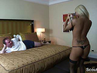 पैसे के लिए होटल में गर्म जर्मन एस्कॉर्ट बकवास बूढ़ा