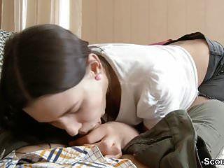 पहली चुदाई पाने के लिए 18 साल की छोटी बहन ने जोर से झटका दिया