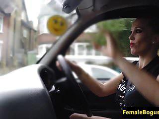 बड़ा आदमी अंग्रेजी Cabbie Cocksucking उसके आदमी