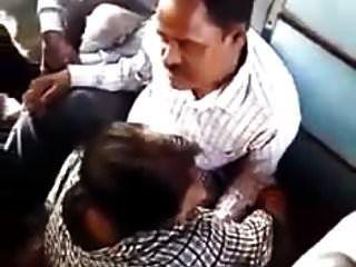 ट्रेन में भारतीय उंगली बकवास