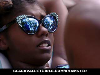 Blackvalleygirls गर्म आबनूस किशोरों की बकवास तैरना कोच