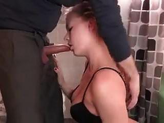 पिता अपनी बेटी को चोदता है