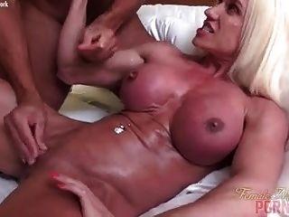 नग्न महिला बॉडी बिल्डर मांसपेशियों कमबख्त सह शॉट