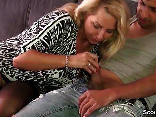 प्राकृतिक स्तन के साथ जर्मन शौकिया एमआईएलए अजनबी लड़के को बकवास
