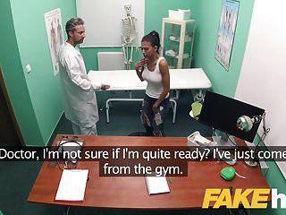 सेक्सी गधा के साथ नकली अस्पताल कैलिफ़ोर्निया बेब मुश्किल बकवास प्यार करता है