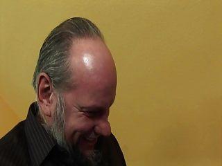 बूढ़े आदमी गर्म जवान लड़की Fucks