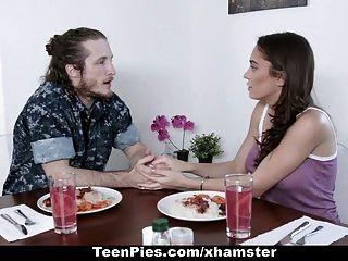 किशोर पाई गर्म प्रेमिका प्रेमी द्वारा गर्भवती