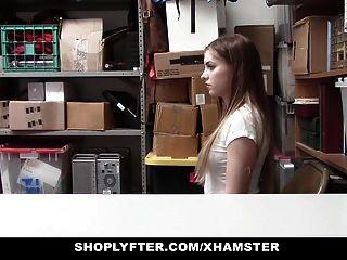 किशोर लड़की चुदाई गार्ड पकड़े जाने के बाद चोरी हो रही है