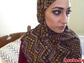 हिजाब मुस्लिम लड़की नकदी पैसे के लिए गड़बड़ कर दिया
