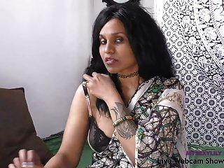 तमिल में भारतीय पोर्नस्टार सेक्सी लिली गंदा चैट