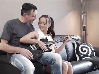 Old4k। गिटार का उस्ताद