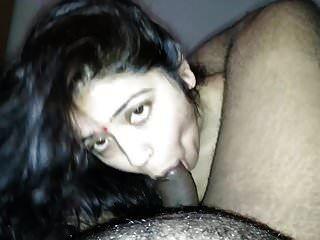 हॉर्नी Gujjurati भाभी पति को Blowjob देते