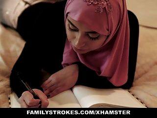 फैमिलिस्ट्रोक्स पाकिस्तान की पत्नी ने हिजाब में मुर्गा सवारी की