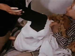पूर्ण अश्लील फिल्म 51