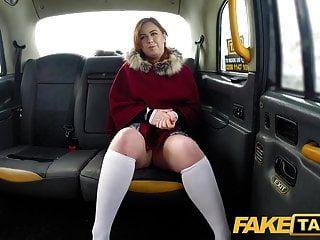 नकली टैक्सी सेक्सी रेड इंडियन हॉट टैक्सी चूसना और बकवास एक बर्फीली दिन पर