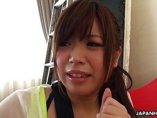खूबसूरत जापानी लड़की मेई वाकाना छोटे बालों वाली चुदाई निगलती है